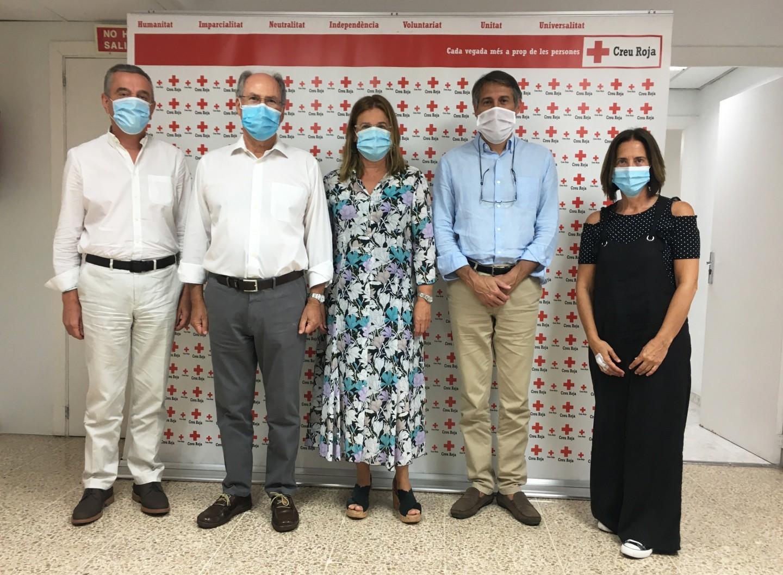 Els empleats de Colonya Caixa d'Estalvis de Pollença fan una donació a la Creu Roja per a ajudar als col·lectius d'extrema vulnerabilitat a les nostres Illes.