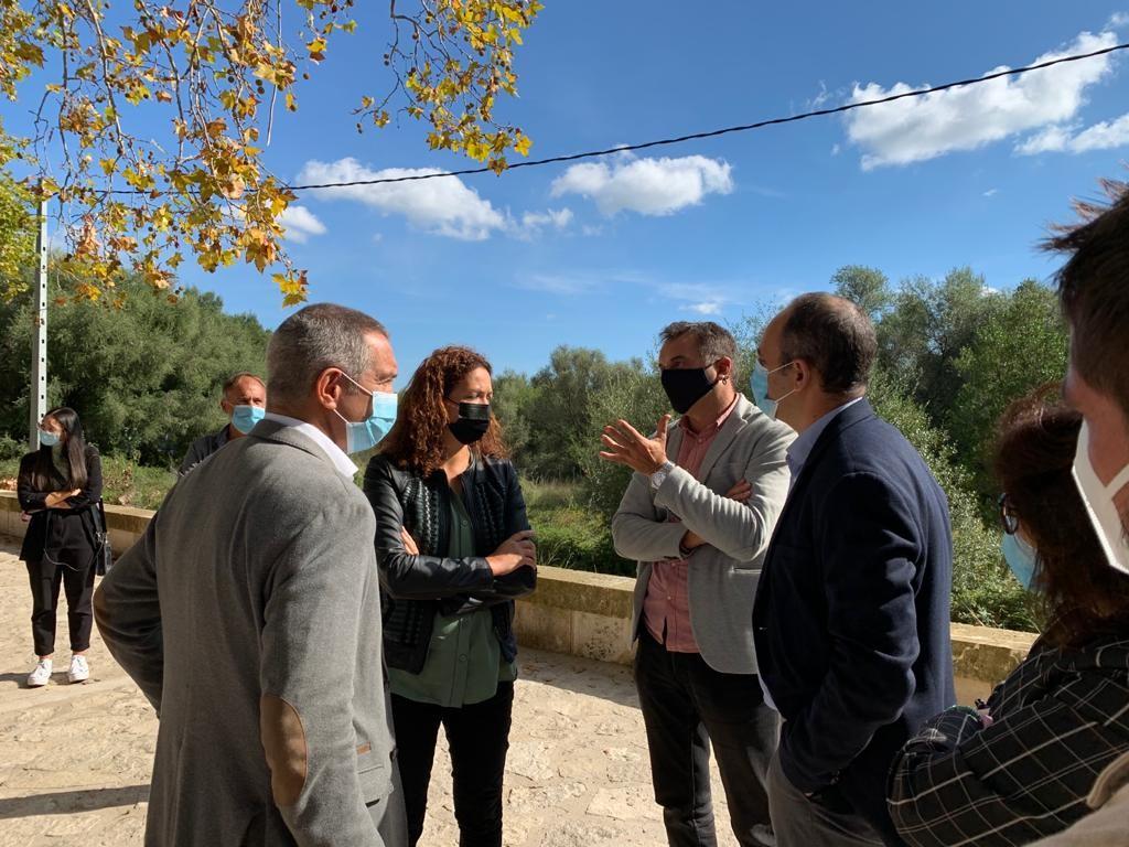 La presidenta del Consell de Mallorca, Catalina Cladera, visita la Fàbrica de Can Morató, propera seu de Colonya.