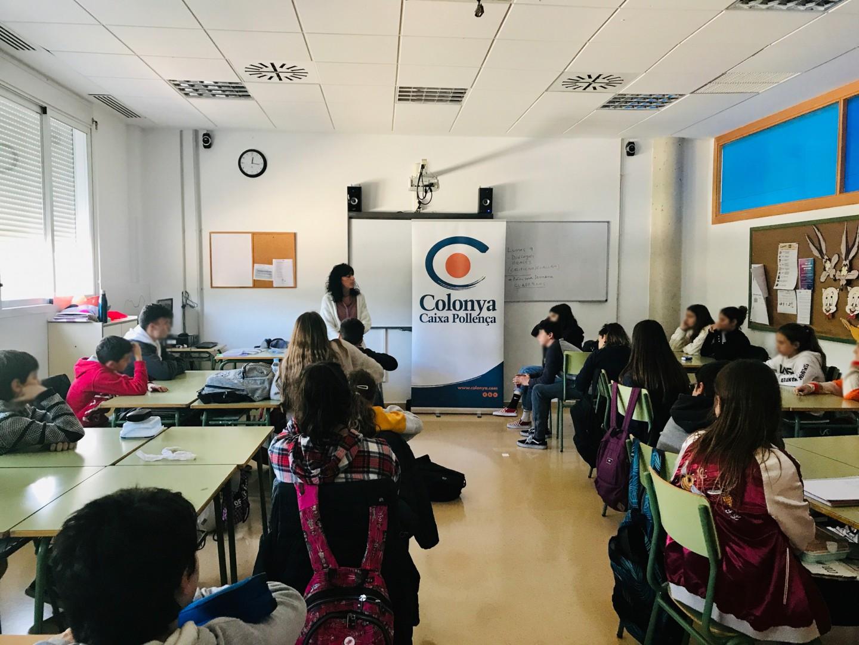 Encuentro escritora ganadora Premi Guillem Cifre de Colonya - Escuela al IES Josep Font i Tries de Esporles